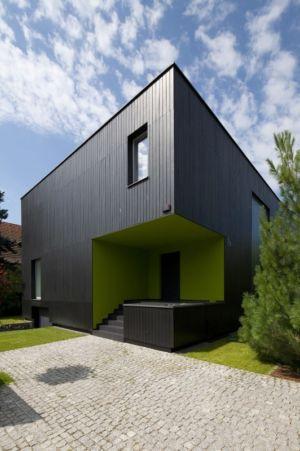 façade entrée - Black Cube House par KameleonLab - Pologne