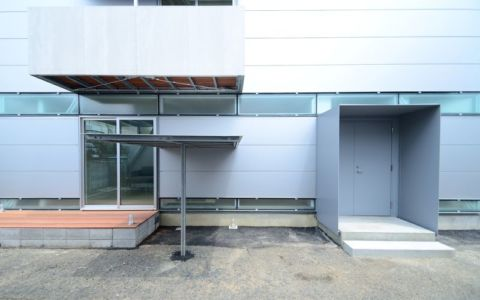 façade entrée - Boundary House par Niji Architects - Tokyo, Japon