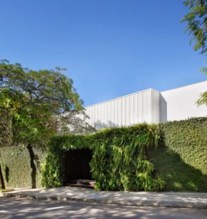 façade entrée - Brise House par Gisele Taranto Arquitetura - Rio de Janeiro, Brésil