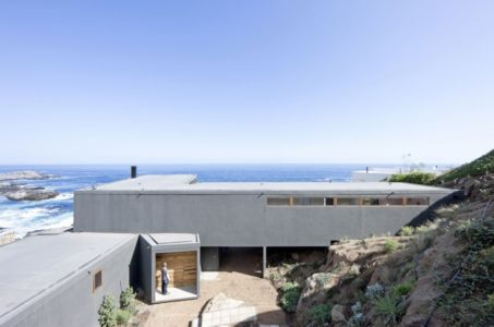 façade entrée - Catch the Views House par LAND Arquitectos - Zapallar, Chili