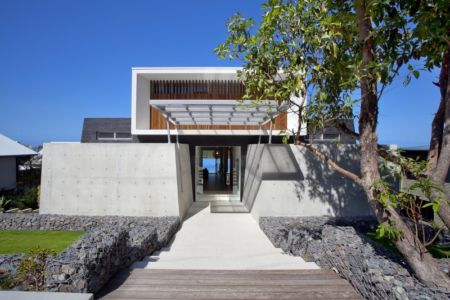 façade entrée - Coolum Bays House par Aboda Design Group - Coolum Beach, Australie - photo Paul Smith