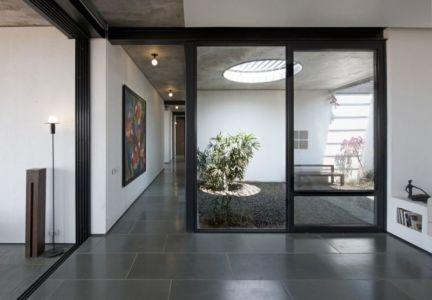 façade entrée - Deolali House par Spam Design Architects - Deolali, Inde