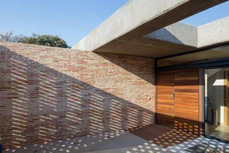 façade entrée - House-Molino par Mariano Molina Iniesta, Espagne
