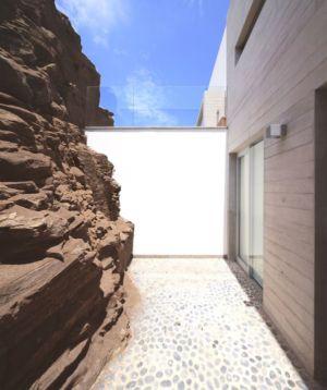 façade entrée - House-Poseidon par Domenack arquitectos - Pucusama, Pérou