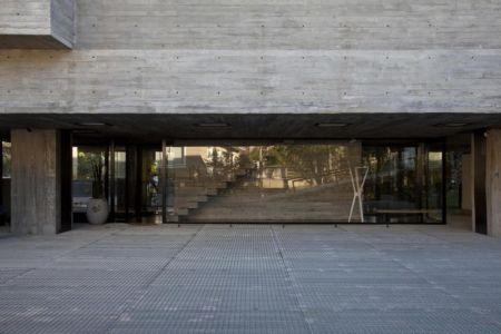 façade entrée - LM Residence par Marcos Bertoldi Arquitetos - Campo Comprido, Brésil
