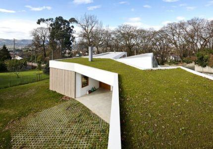 façade entrée - Maison et atelier d'artiste par Miba architects - Gijón, Espagne