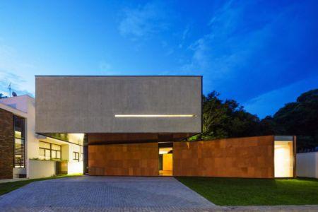 façade entrée - NSN House par Biselli + Katchborian Arquitetos, Parana, Brésil