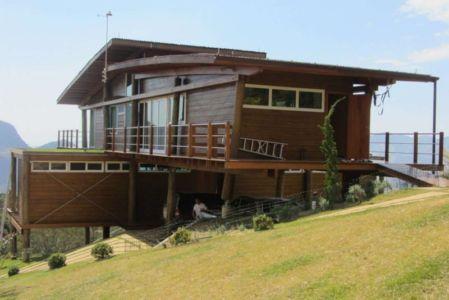 façade entrée - Paraglider House par Cabana Arquitetos - São Bento do Sapucaí, Brésil