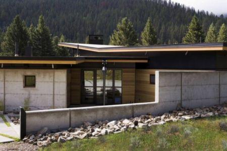 façade entrée - River Bank house par Balance Associates Architects - Big Sky, Montana, Usa