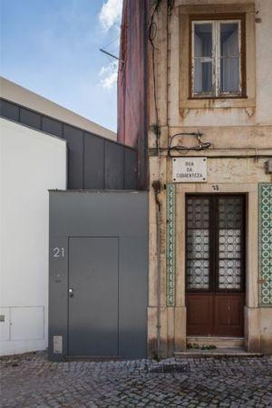 façade entrée - Single-Family-House par Humberto Conde - Lisbonne, Portugal
