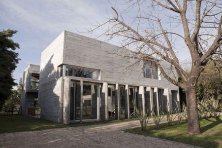 façade entrée - Torcuato House par BAK arquitectos - Buenos Aires Province, Argentine