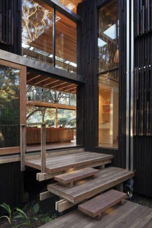 façade entrée - Under Pohutukawa par Herbst Architects - Piha, Nouvelle-Zélande