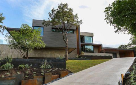 façade entrée - Waterfall-House par Dick Clark + Associates. - Austin, Usa
