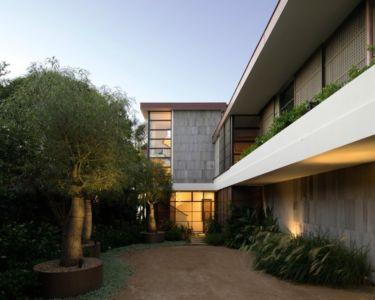 façade entrée - Waterfront House par Luigi Rosselli Architects - Sydney, Australie