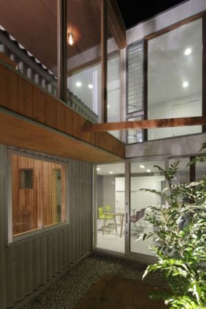 façade entrée baie vitrée - maison bois contemporaine par Masahiro Miyake - Tokushima, Japon