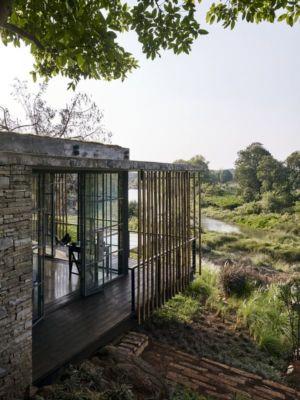 façade entrée & colonne de bambous - Riparian-House - Architecture Brio - Karjat, Inde