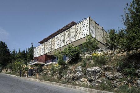 façade entrée de la rue - Tahan Villa par BLANKPAGE Architects - Kfour, Liban