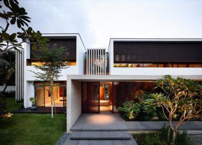façade entrée de nuit - 59BTP House par ONG&ONG - Singapour