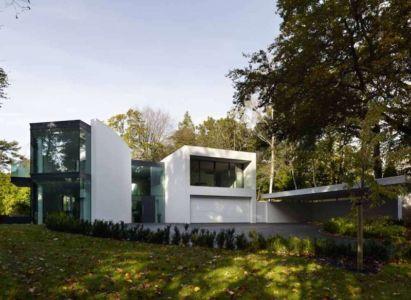 façade entrée de nuit - Cherry Orchard par Western Design Architects - Branksome, Royaume Uni