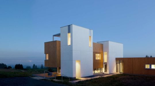 façade entrée de nuit - Karuna House par Holst Architecture - Newberg, OR, Usa