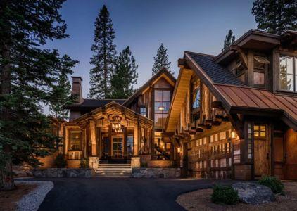 façade entrée de nuit - chalet de luxe par Walton Architecture - Martis Camp, Usa