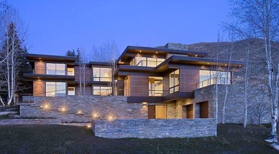 façade entrée de nuit - maison bois et pierre contemporaine - Sun Valley, Usa