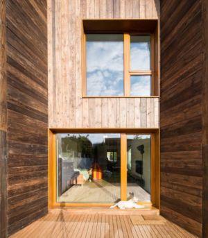 façade entrée en bois - LAMA-House par LAMA Arhitectura - Bucarest, Roumanie