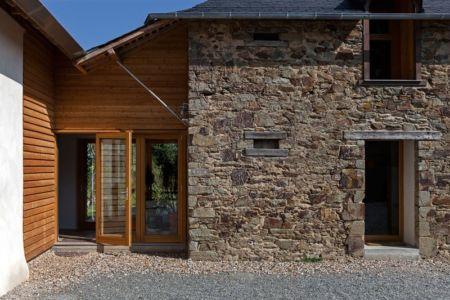 façade entrée en bois & façade entrée en pierres - ladaa par JKA Jérémie Koempgen Architecture - Craon, France