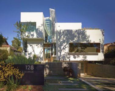 façade entrée et garage - Birch Residence par Griffin Enright Architects - Los Angeles, Usa