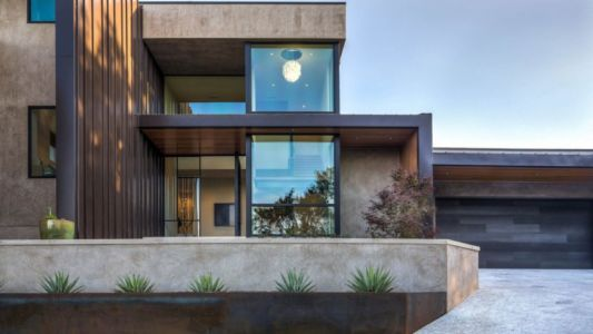 façade entrée et garage - Waterfall-House par Dick Clark + Associates. - Austin, Usa