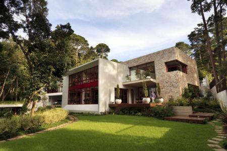 façade entrée et mini terrasse - chinkara house par Soliscolomer y asociados - guatemala