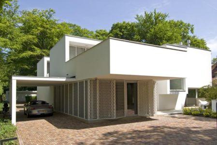 façade entrée garage - Villa contemporaine par Clijsters Architectuur Studio - Bilthoven, Pays-Bas