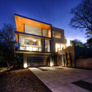 façade entrée garage de nuit - City View Residence par Dick Clark Architecture - Austin, Usa