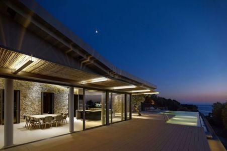 façade entrée & grande baie vitrée coulissante - résidence exclusive par Z-Level - île Kios, Grèce