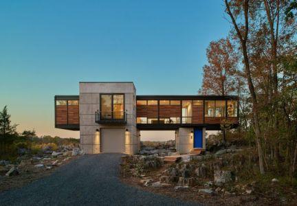 façade entrée illuminée - hawks nest par wiedemann architects - Usa