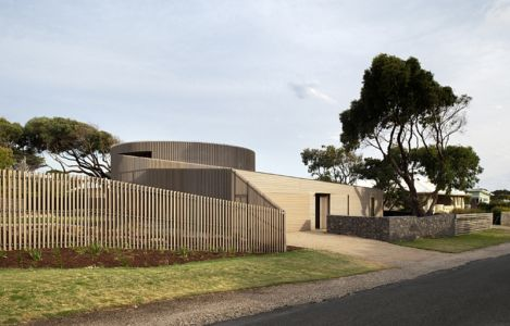 façade entrée - maison bois contemporaine par Jackson Clements Burrows - Barwon Heads - Australie - Photos John Gollings