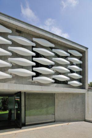 façade entrée - maison-bord-lac par Pierre Minassian - Haute-Savoie, France