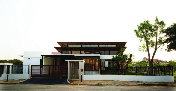 façade entrée portail - Nature House par JUNSEKINO Architect - Changwattana, Bangkok, Thaïlande