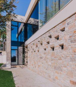 façade entrée secondaire - House Sperone par Studio Metrocubo - Novigrad, Croatie