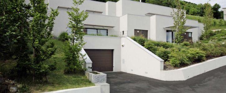 façade entrée - semi-ipogea-house par Dario Scanavacca - Marostica, Italie