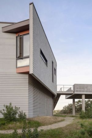 façade et passerelle studio - House of Shifting Sands par Ruhl Walker Architects - Wellfleet, Usa