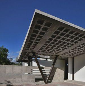 façade et porche entrée - odD House 1.0 par odD+ - Quito, Equateur.jpg