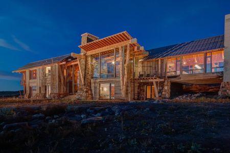 façade extéieure nuit - Wolf Creek Ranch par S+D Architects - Utah, Usa