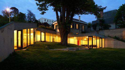 façade extérieure de nuit - Maison PLJ par Hertweck Devernois Architectes Urbanistes, France - photo Siméon Levaillant