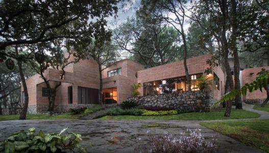 façade extérieure de nuit - Pinar house par MO+G Taller de arquitectura - Zapopan, Mexique