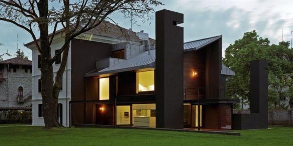 façade extension de nuit - NM House par GEZA Gri et Zucchi Architetti Associati - Tarcento, Italie
