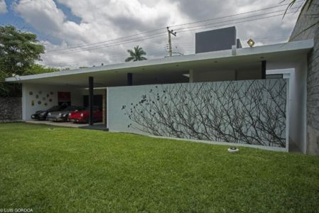 façade garage - ALD House par Space Mexico - Cuernavaca, Mexique