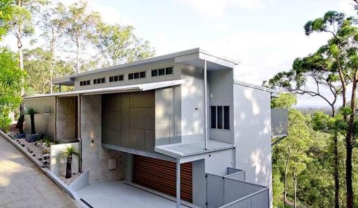 façade garage - Treetops Residence par Artas Architects & D Pearce Constructions - Toowong, Australie