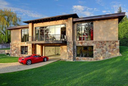 façade garage - West Bellevue House - Washington, USA