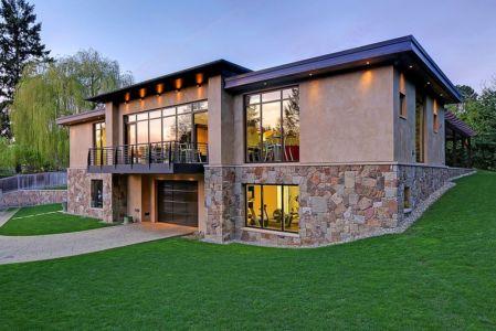 façade garage de nuit - West Bellevue House - Washington, USA